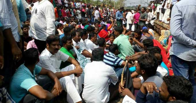 people protest in kulachal asking government to find the lost fishermen -on mylaporetoday.com