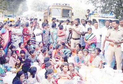 people-in-anna-nagar-who-were-involved-in-road-blockade-due-to-lack-of-drinking-water -on mylaporetoday.com