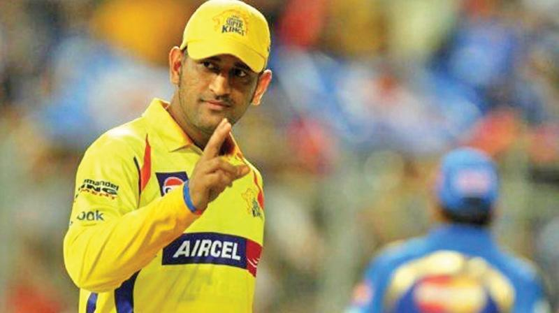 11th-ipl-series-dhoni-with-yellow-hair -on mylaporetoday.com